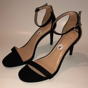 A. New. Day Heels/Pumps. Nwot. Size 8. Black.